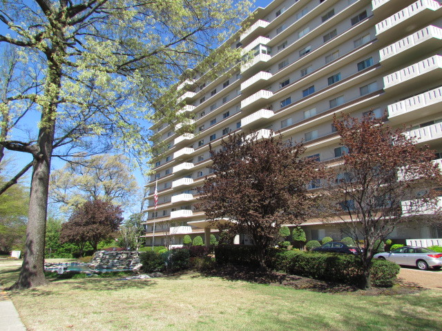 1960 N. Parkway, #604 - RARE 3 Bedroom Condo in Heart of Vollintine-Evergreen Historic District!