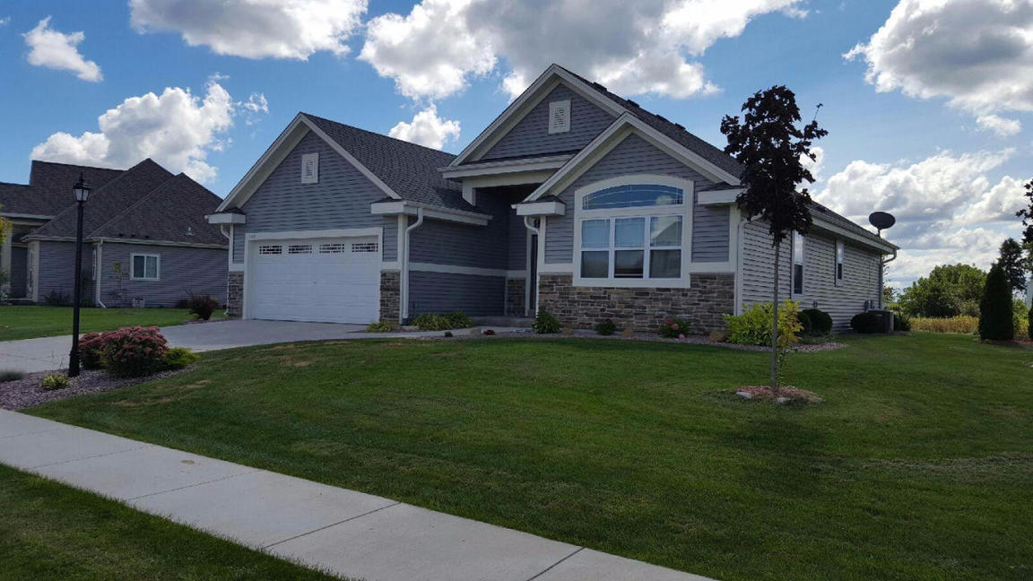 1427 Mamerow Ln W Oconomowoc Wi For Sale 293 900