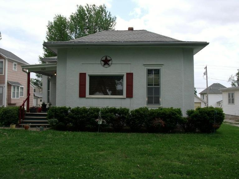 709 Shawnee St, Hiawatha, KS, 66434 -- Homes For Sale
