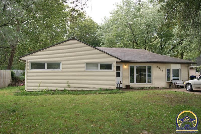 2517 Moundview Dr Sw Topeka Ks For Sale 79 999