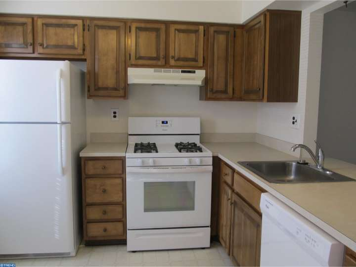 Kitchen Cabinets 08080 Of 621 Yorkshire Ct Sewell Nj For Rent 1 500