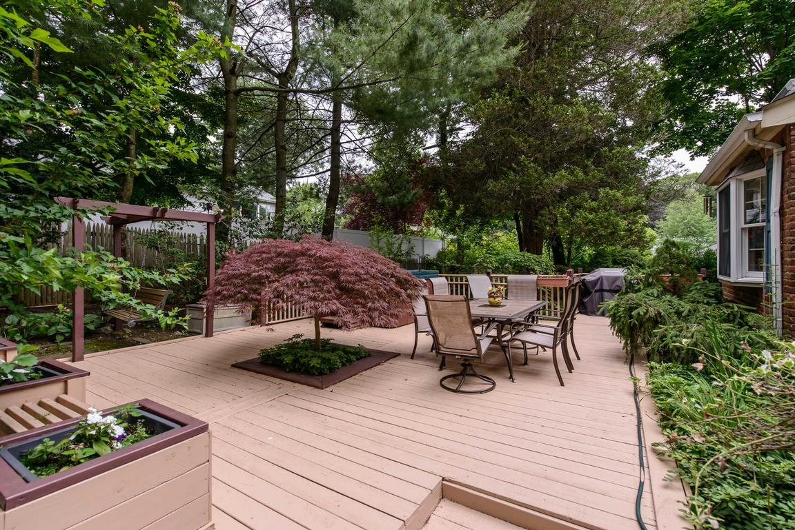 882 Valley Rd, Oyster Bay, NY, 11765: Photo 14