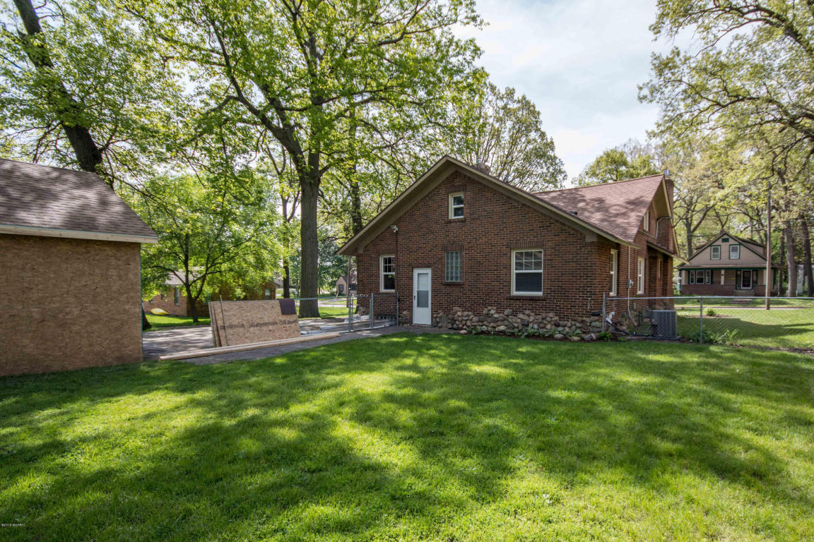 2225 Thornwood Sw Wyoming Mi 49519 For Sale
