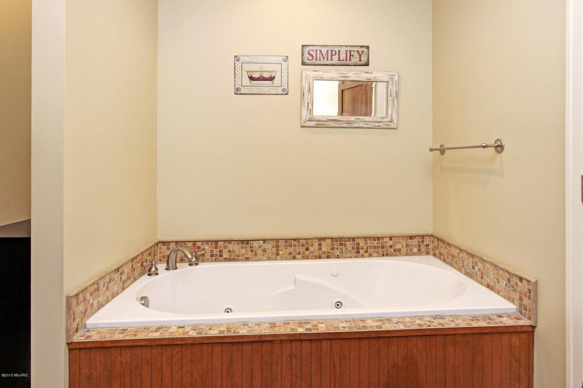 6670 Forest Creek, Holland, MI, 49424: Photo 28