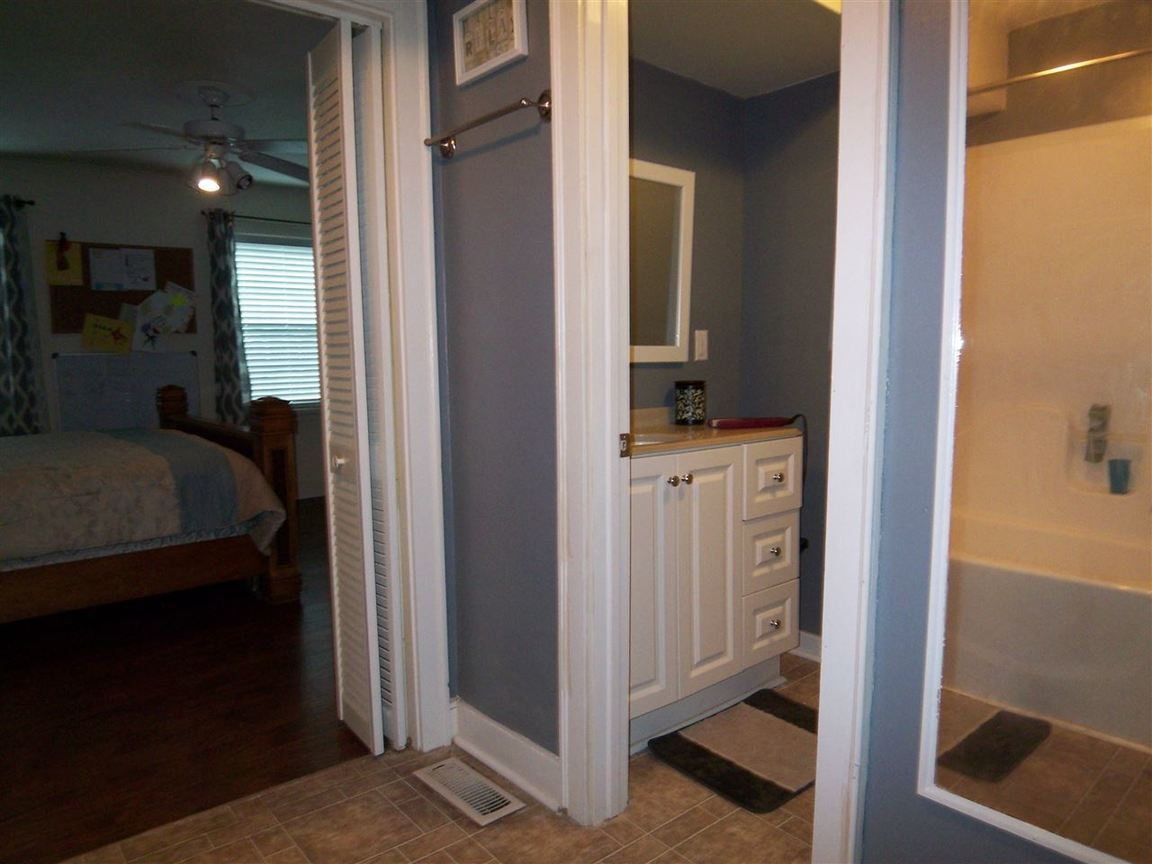 122 johns trimble tn for sale 129 500 for 6x7 walk in closet