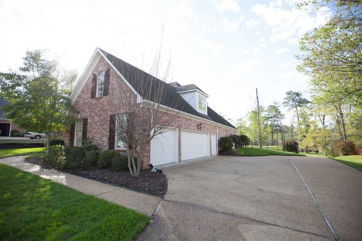95 Woodlands Green Dr, Brandon, MS, 39047: Photo 2