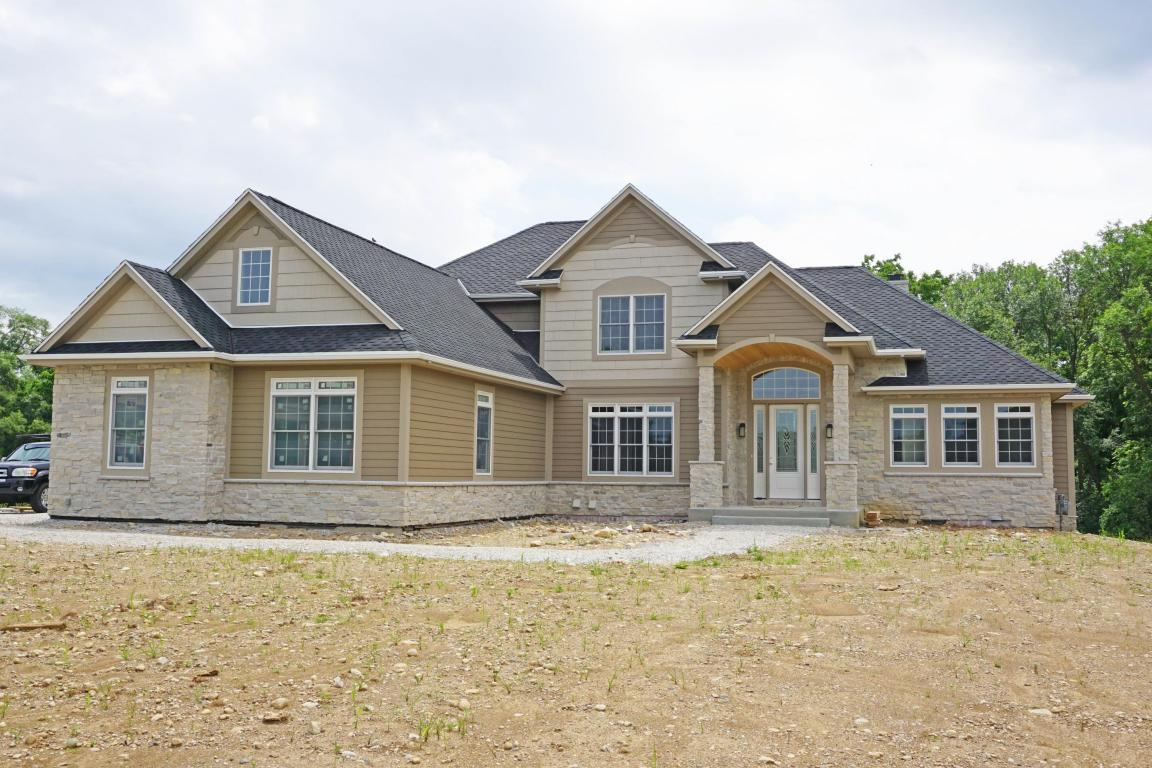 1900 carriage hills dr delafield wi for sale 749 000 for Carriage homes for sale