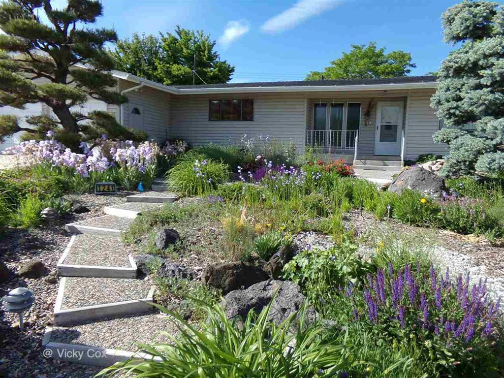 1241 moore way ontario or 97914 for sale