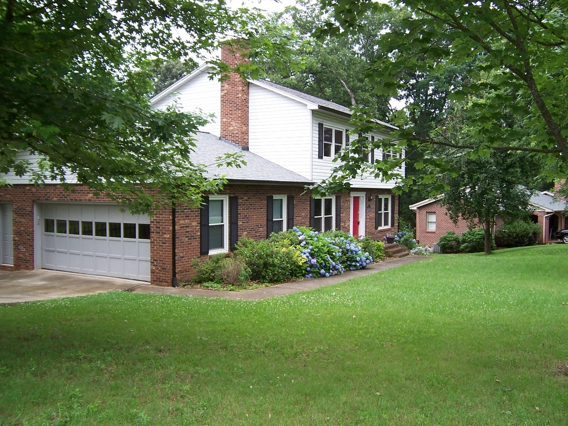 115 25th ave nw hickory nc 28601 for sale for Home builders in hickory nc