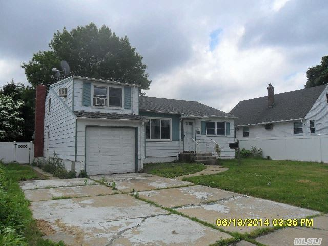 128 S Fordham Rd, Hicksville, NY, 11801: Photo 2