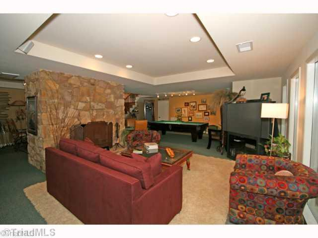 6 Lake Forest Court, Greensboro, NC, 27408: Photo 6