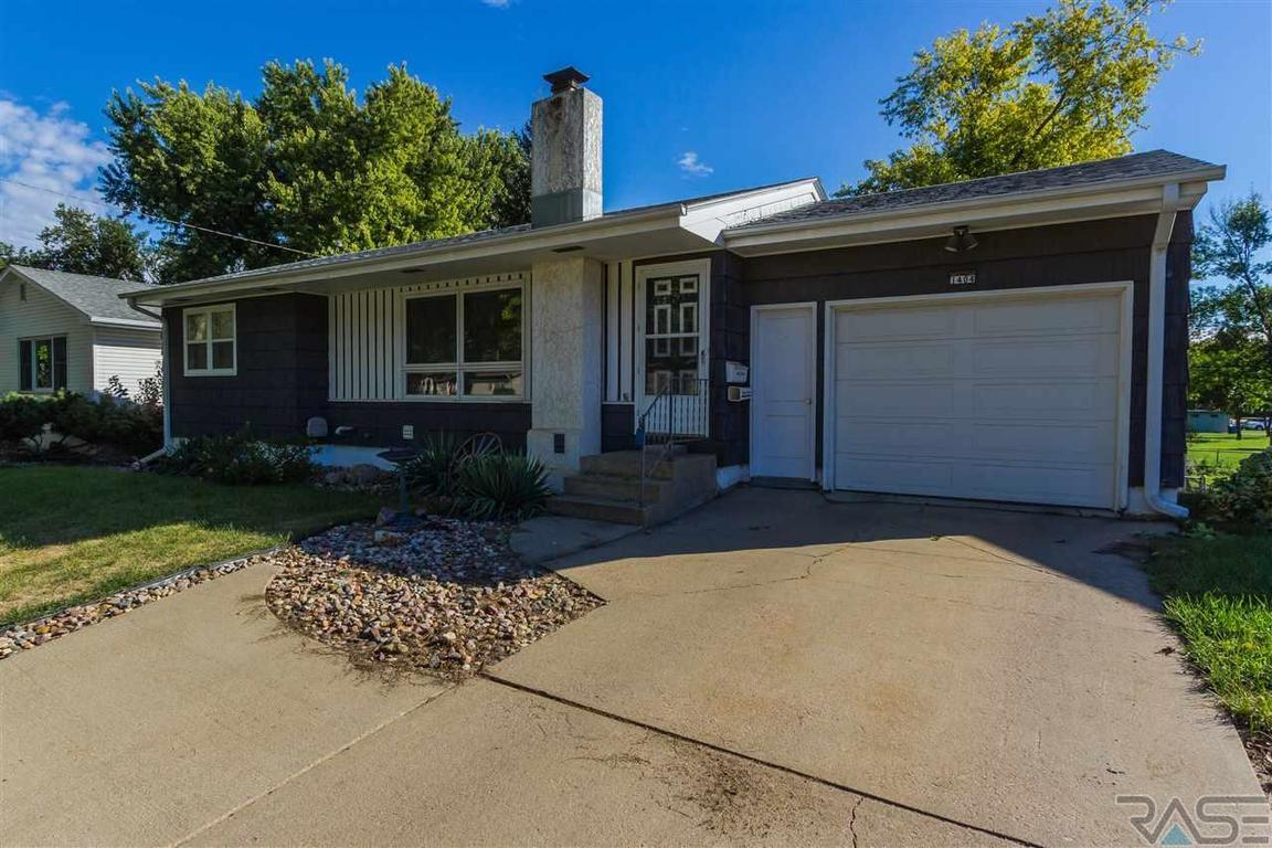 1404 S Bruce Rd Sioux Falls Sd 57105 For Sale