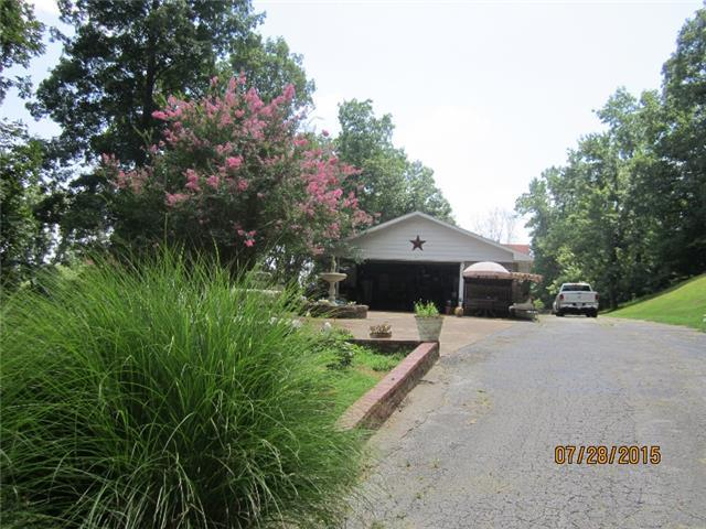213 Hickory Hill Dr, Linden, TN, 37096: Photo 3