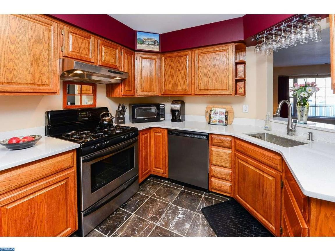 503 oswego court mount laurel nj for sale 155 000 for Kitchen cabinets 08054
