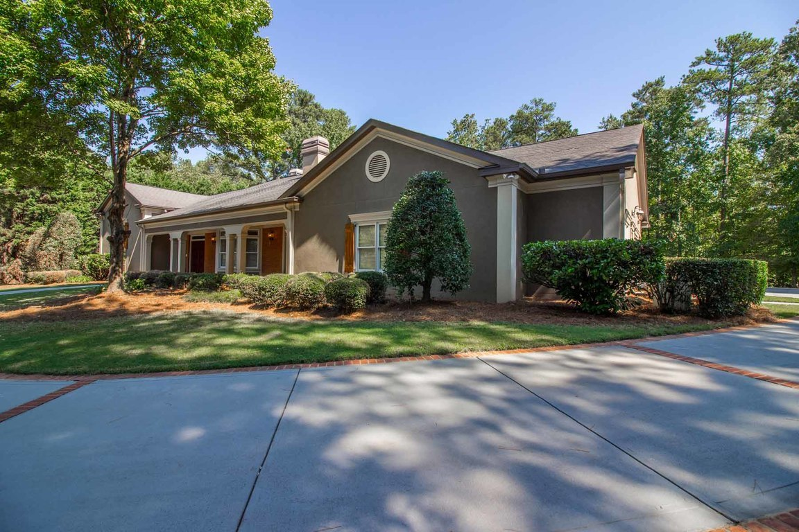 1025 stonegate court roswell ga for sale 1 075 000