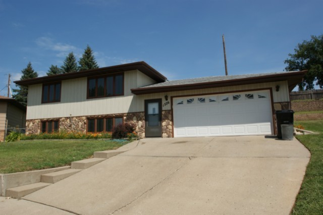 1226 michigan ave bismarck nd for sale 209 900