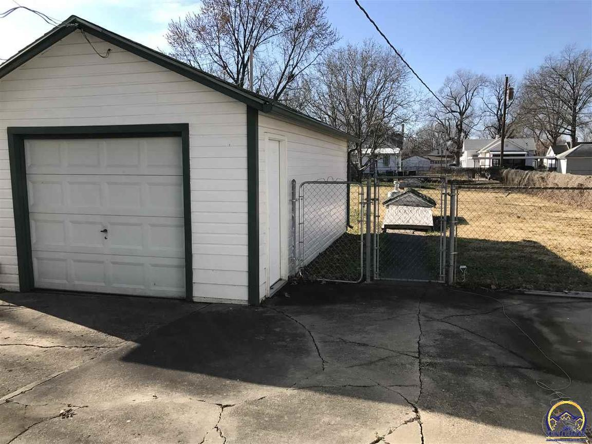 mobile homes for sale topeka ks with Id 600018357952 on New Listings listings also Wichita Ks 67211 besides Houses For Sale In Oakley Ks besides 3yd TAARKS 192227 additionally BECKY BURGHART Your Wel e Home Topeka KS 1544215 655899775.