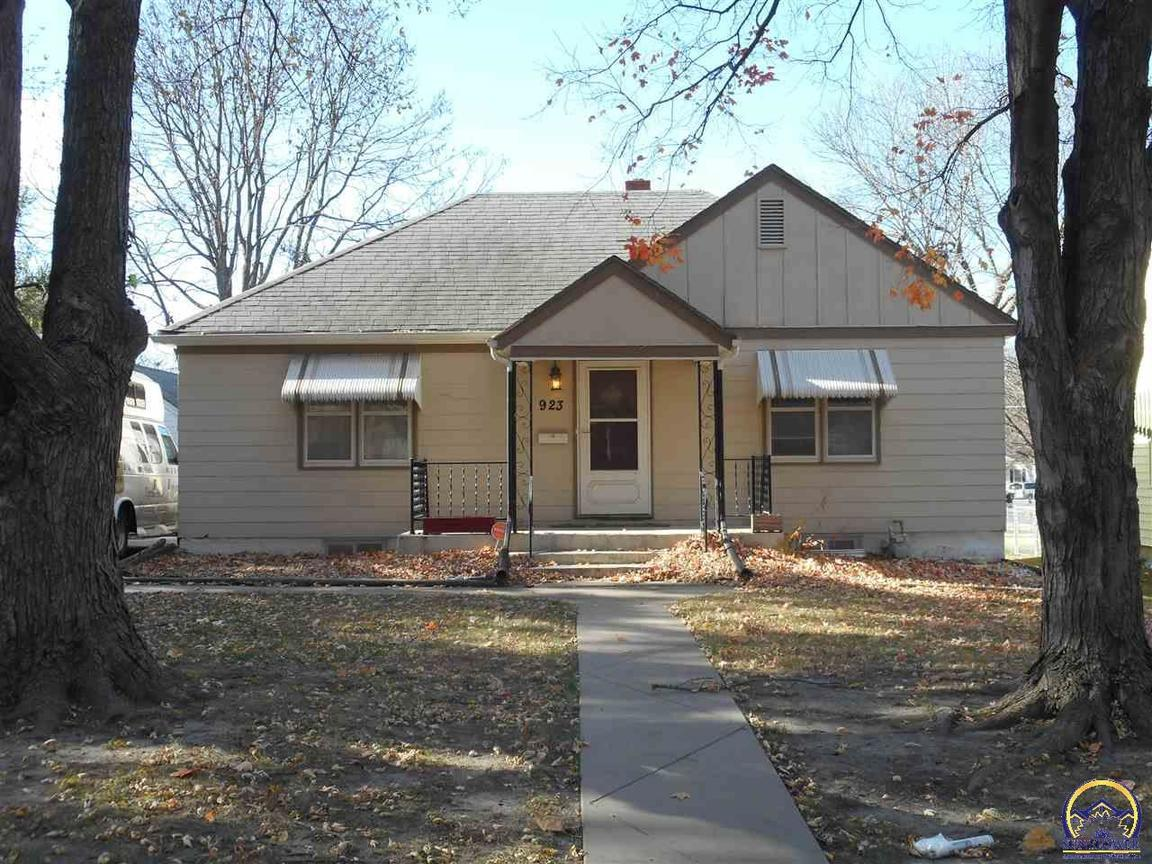 923 Randolph Ave Sw Topeka, KS - For Sale $92,500 | Homes.com