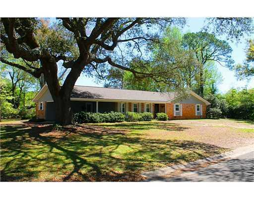295 oakwood dr gulfport ms for sale 157 900 for Home builders gulfport ms