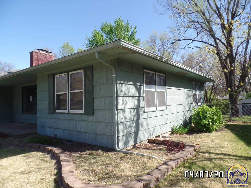 1624 indian trail sw topeka ks 66604 for sale for Home builders topeka ks