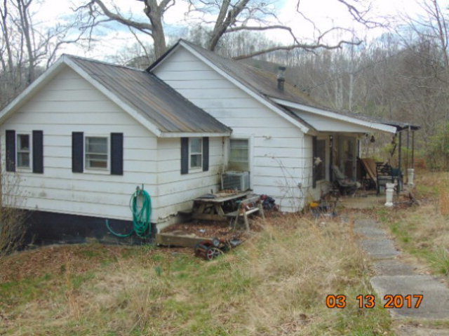 515 STONECOAL Staffordsville KY 41256 id-306894 homes for sale