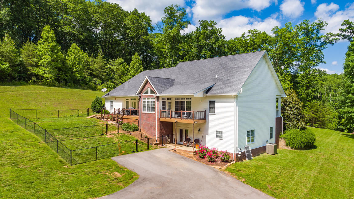 Terrific Lenoir City Tn Homes For Sale Real Estate By Homes Com Home Interior And Landscaping Ologienasavecom