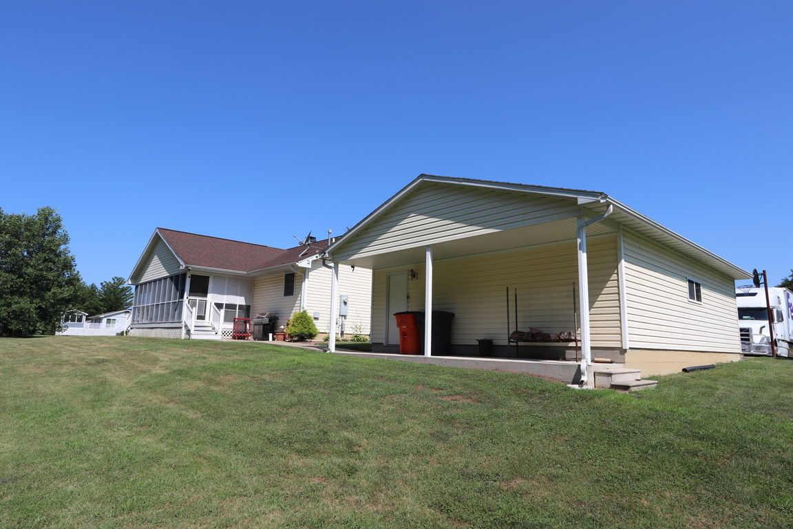 Outstanding Shelbyville Il Homes For Sale Real Estate By Homes Com Download Free Architecture Designs Griteanizatbritishbridgeorg