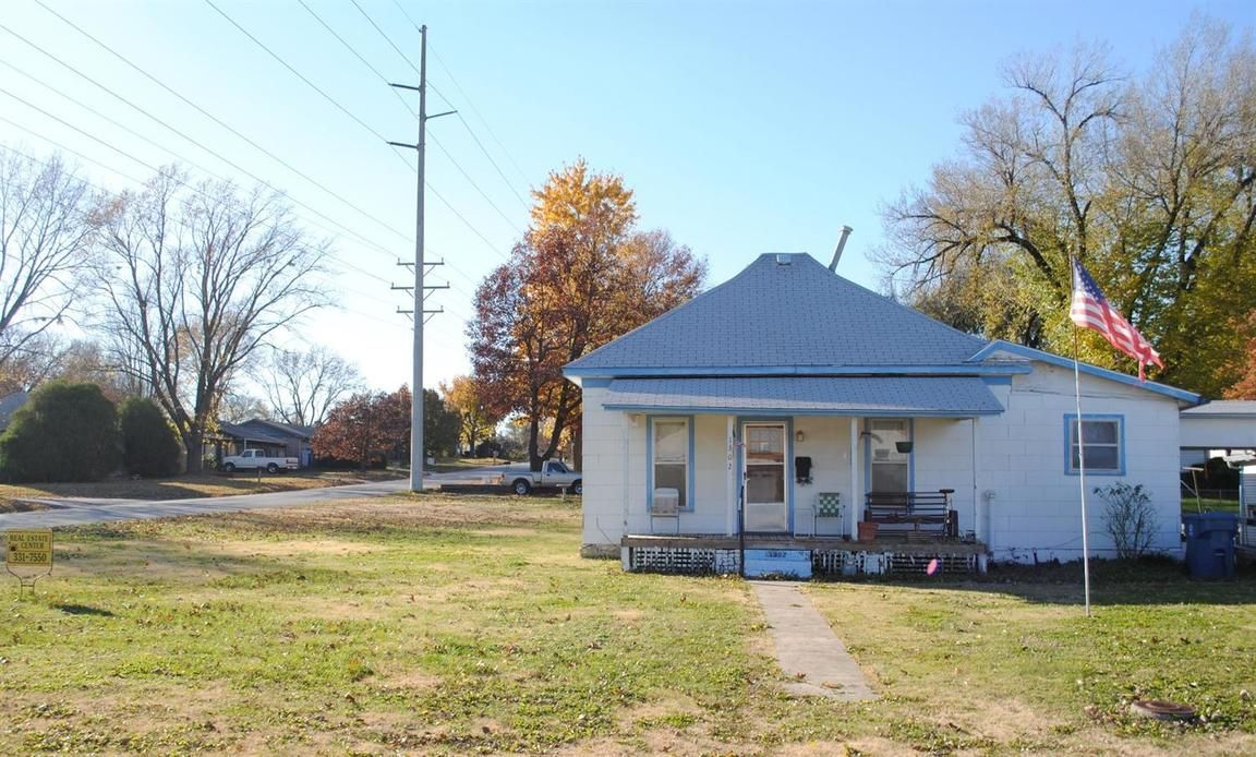 1302 WEST 1ST STREET Coffeyville KS 67337 id-166999 homes for sale