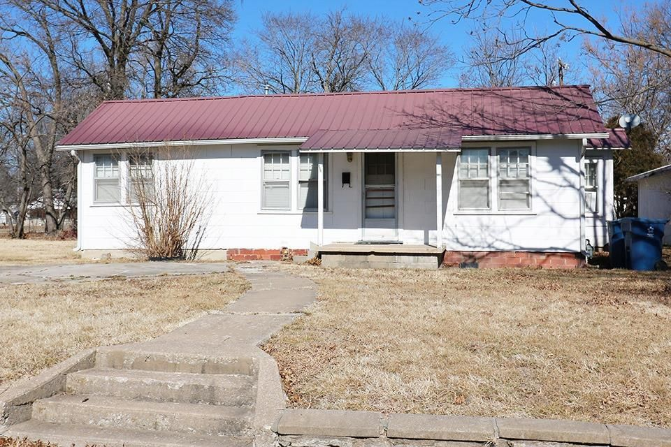 504 EAST 9TH STREET Coffeyville KS 67337 id-1104925 homes for sale