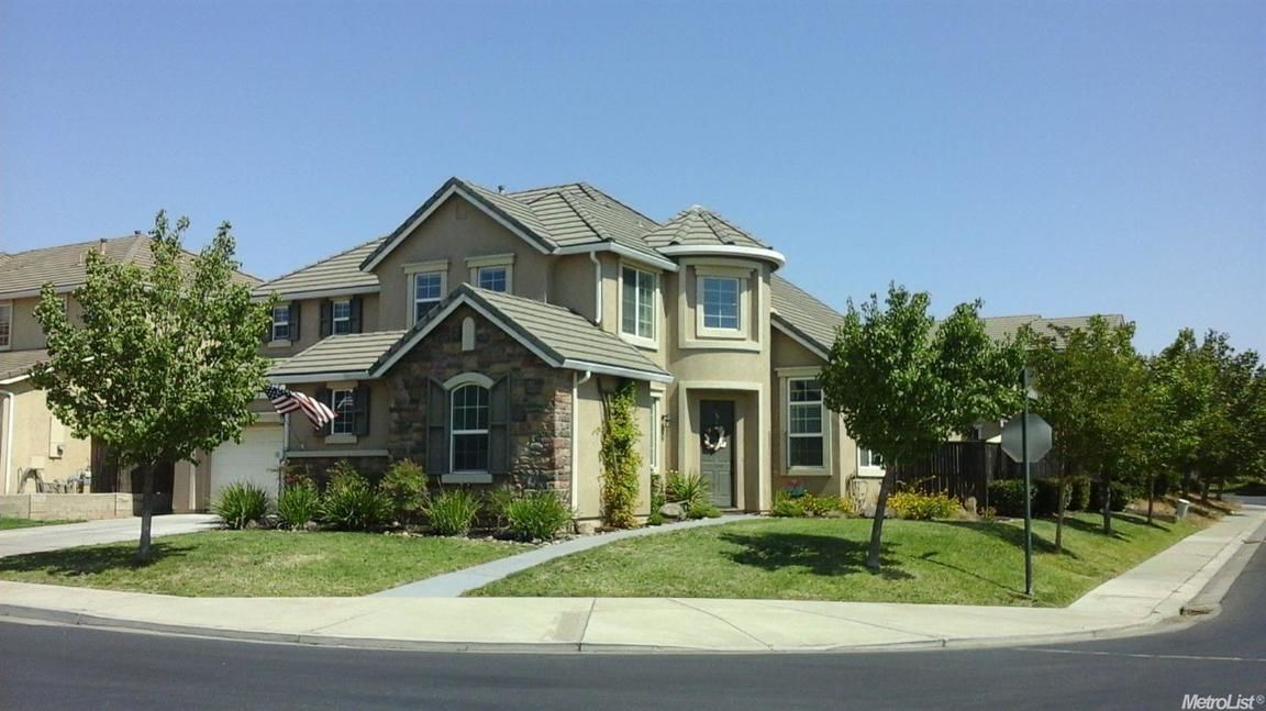 Updated 5-Bedroom House In River Pointe
