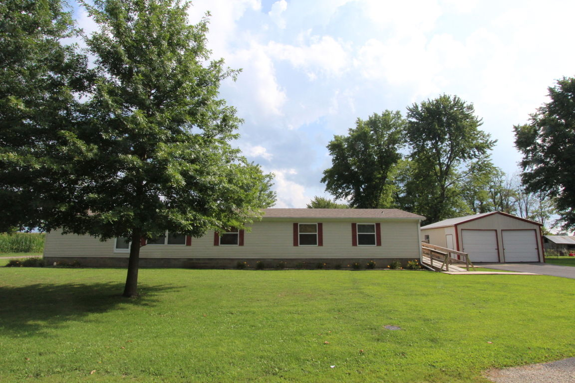 Tremendous Shelbyville Il Homes For Sale Real Estate By Homes Com Download Free Architecture Designs Griteanizatbritishbridgeorg