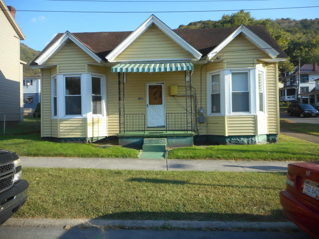 1100 SUMMERS ST Hinton WV 25951 id-980340 homes for sale