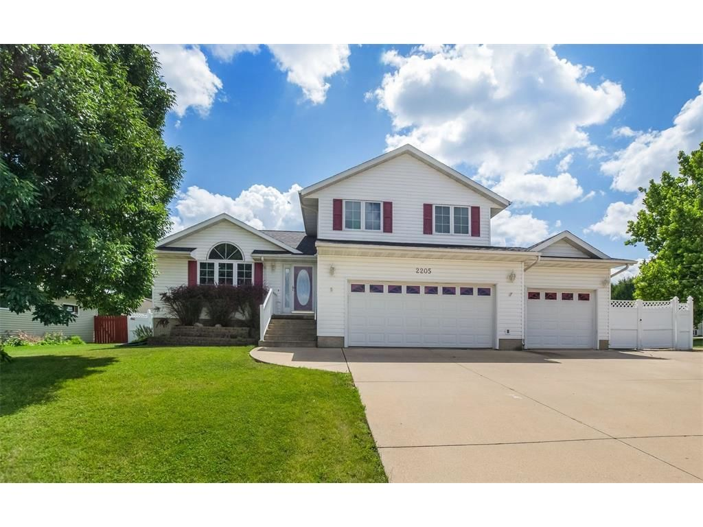 2205 HILLVIEW DRIVE Marion IA 52302 id-207919 homes for sale