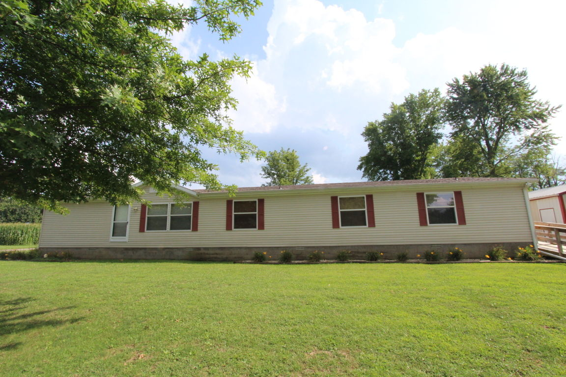 Marvelous Shelbyville Il Homes For Sale Real Estate By Homes Com Download Free Architecture Designs Griteanizatbritishbridgeorg