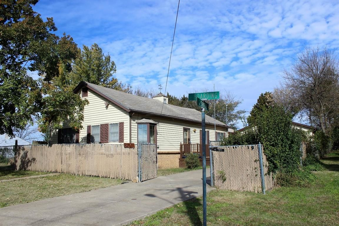 601 NORTH SMITH STREET Caney KS 67333 id-1005733 homes for sale