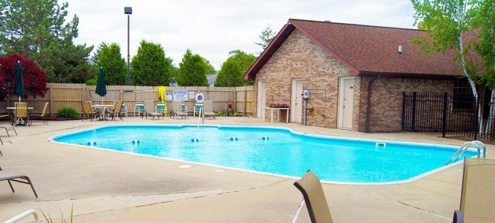 Apartment For Rent: $750 - $900 5955 Weiss St, Saginaw, MI 48603