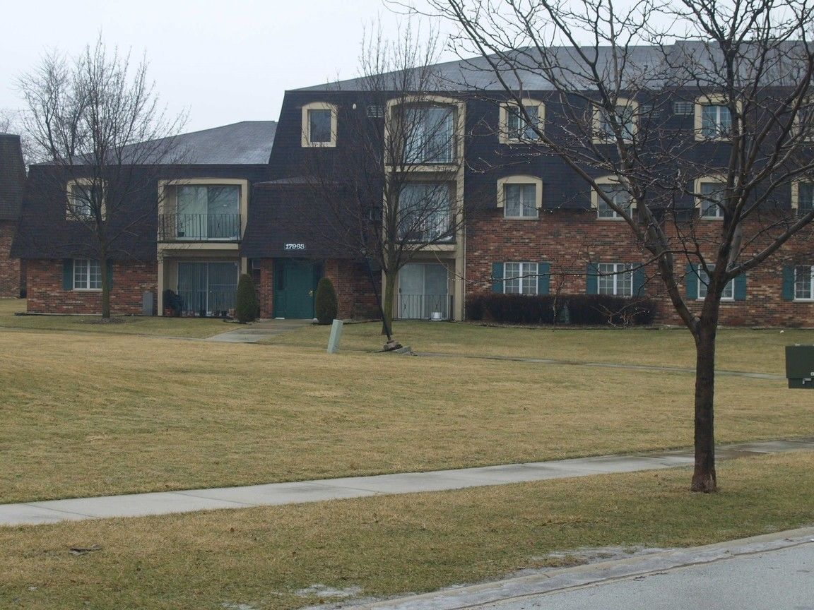 17963 HUNTLEIGH COURT UNIT 4304 Country Club Hills IL 60478 id-425685 homes for sale