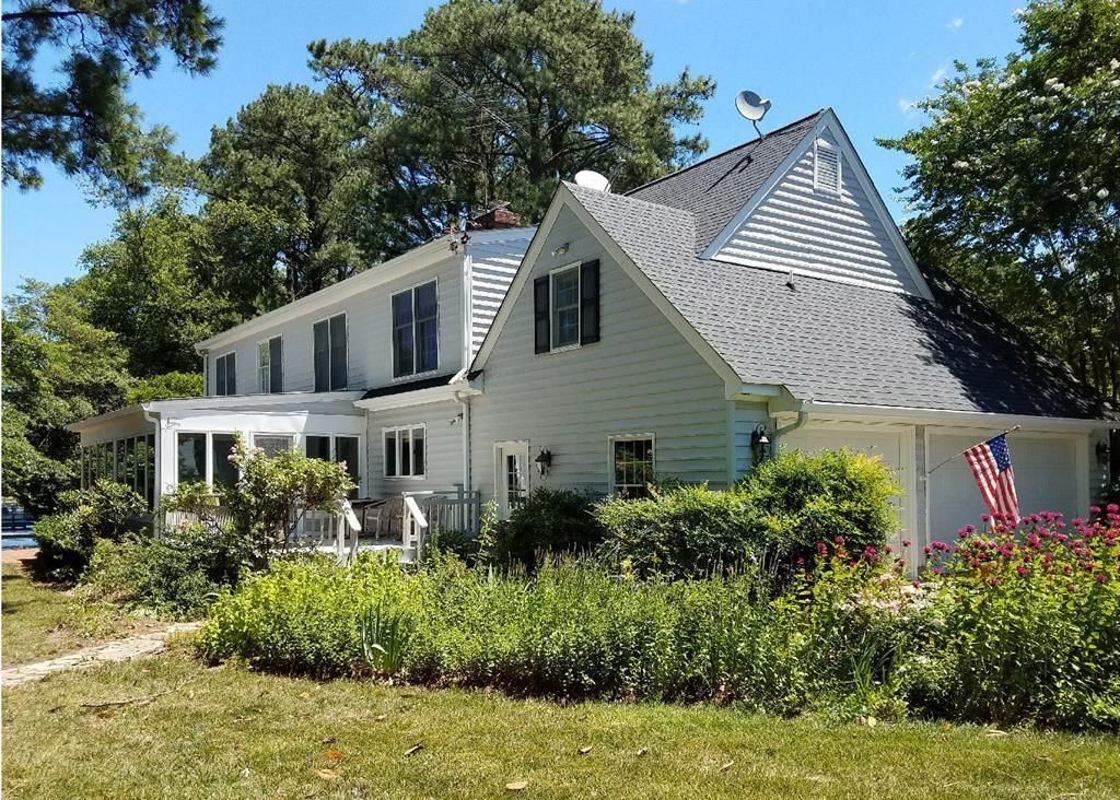 Home For Sale 599000 328 Deep Water Drive White Stone Va 22578