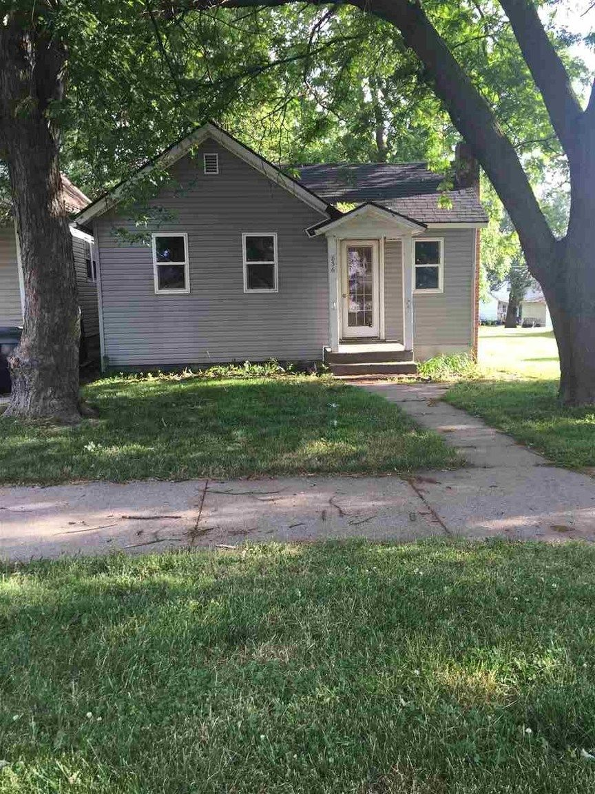 836 11TH AVE S Clinton IA 52732 id-955678 homes for sale
