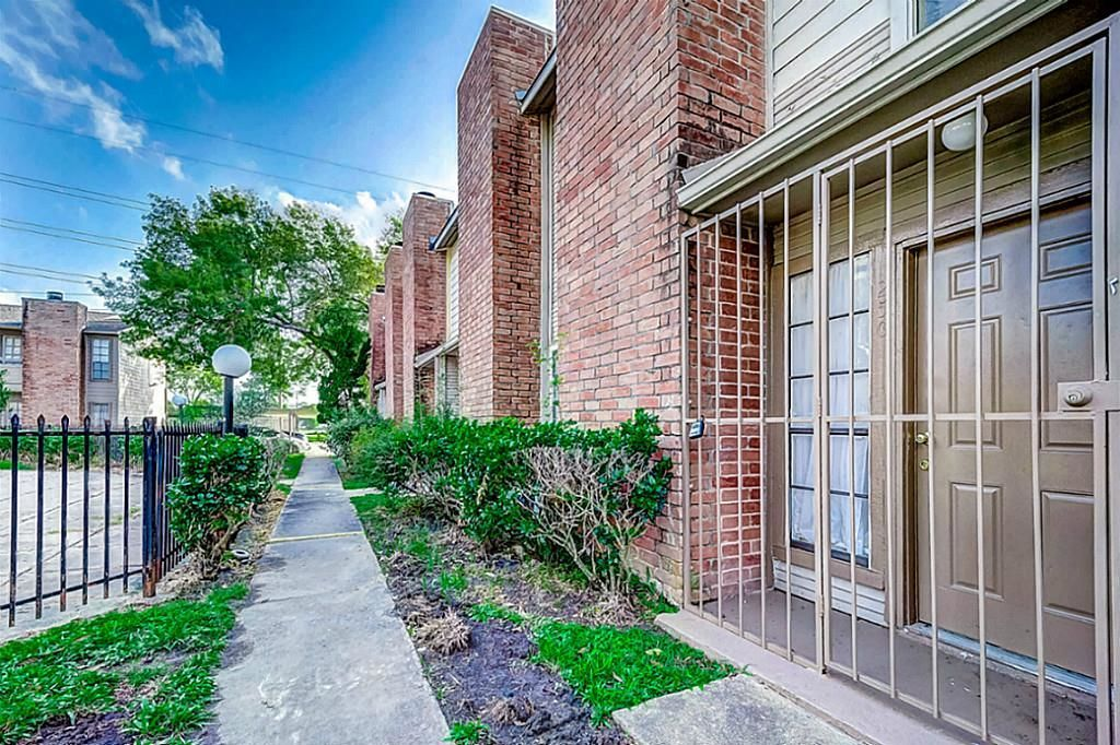 10501 SOUTH DRIVE 250 Houston TX 77099 id-115673 homes for sale