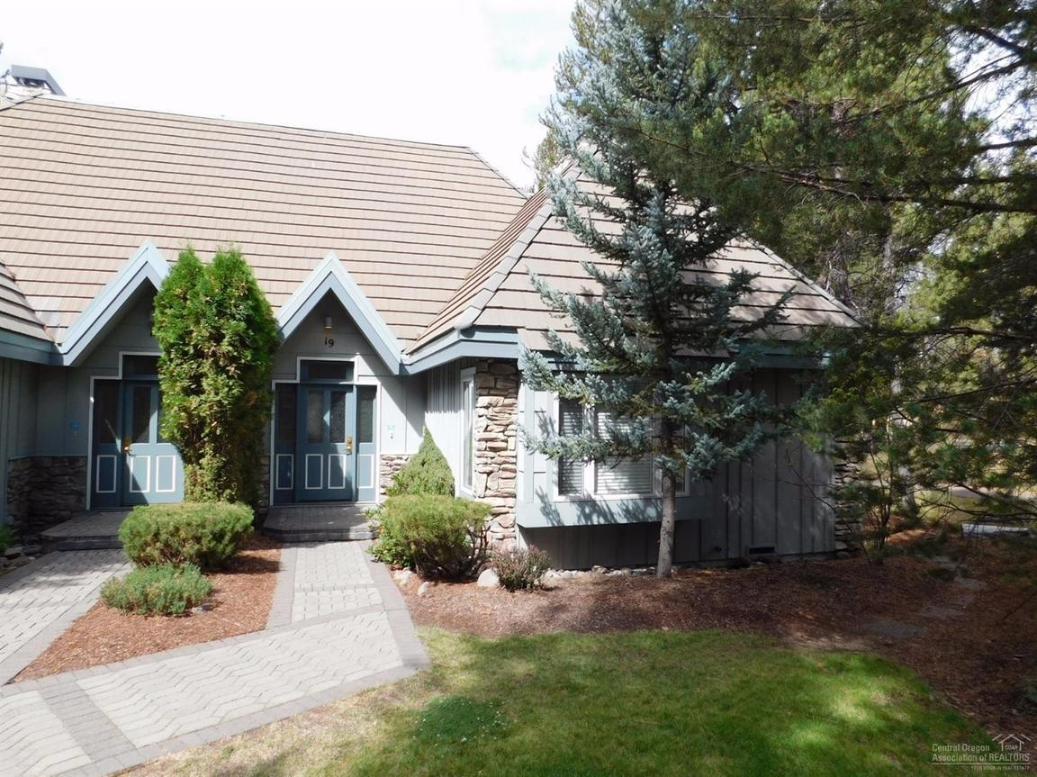 19D STONERIDGE TOWNHOMES UNIT: 19 Sunriver OR 97707 id-646444 homes for sale