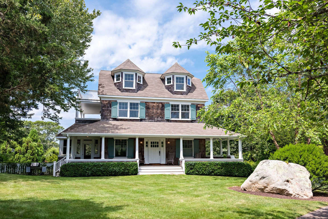 Luxurious 5-Bedroom House In Westerly