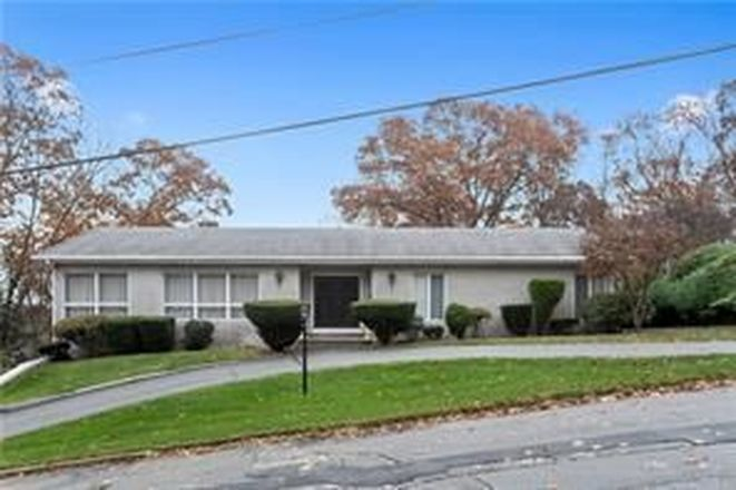 2228 SqFt House In Manville