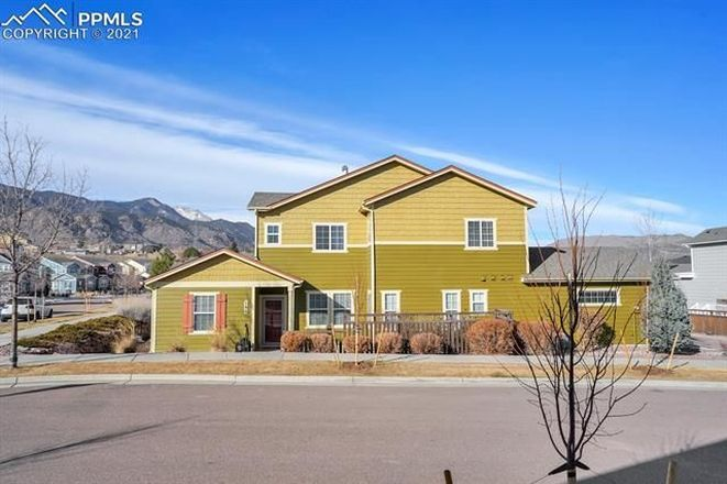 Luxurious 3-Bedroom Townhouse In Gold Hill Mesa