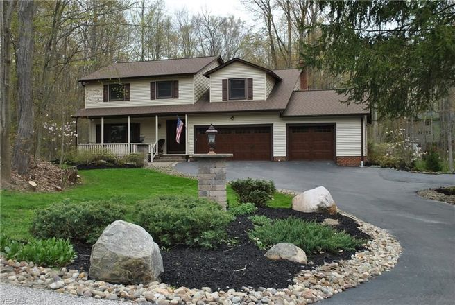 Upgraded 4-Bedroom House In Camelot