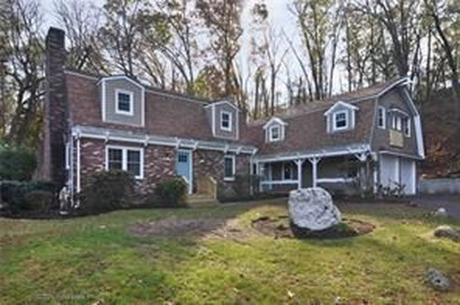 3200 SqFt House In Manville
