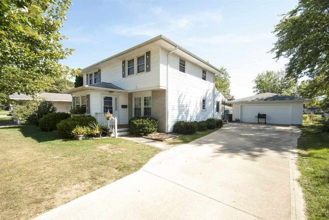 Updated 4-Bedroom House In Brentwood Park
