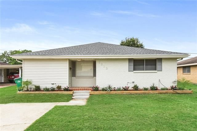 Renovated 3-Bedroom House In Airline Park