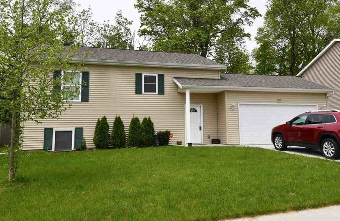 Upgraded 3-Bedroom House In North Meadow Estates
