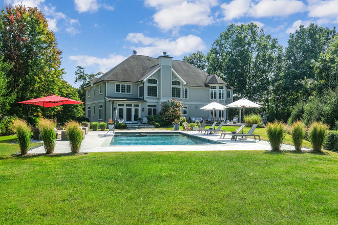 Chic 5-Bedroom House In West Harrison